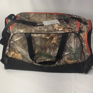 2d33cee63278 Under Armour Bags - UA Storm Camo Undeniable LG Duffle Hunting Bag